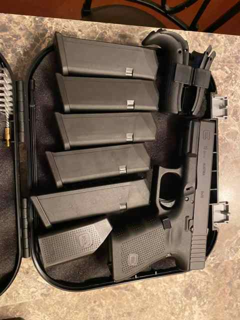 Brand new glock 19 gen 4 9mm 1 - Brand new glock 19 gen 4 9mm